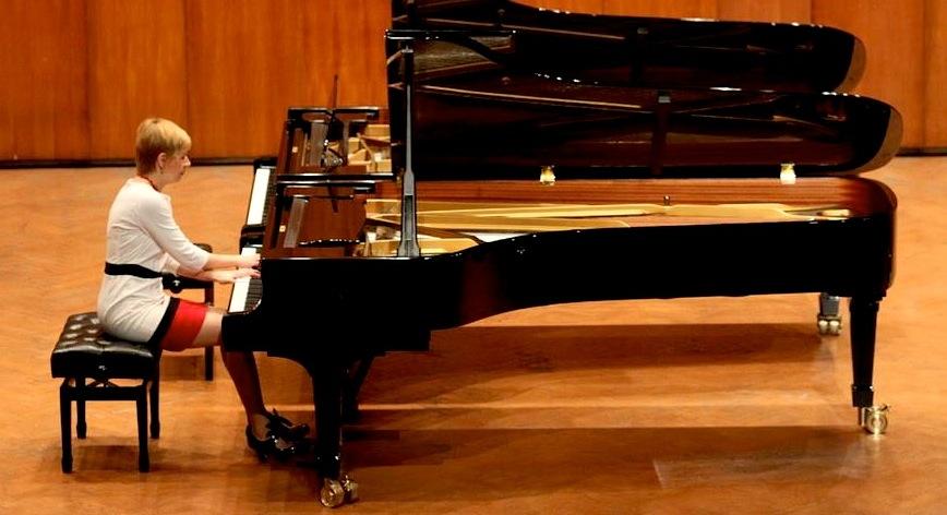 Ivana Medic piano